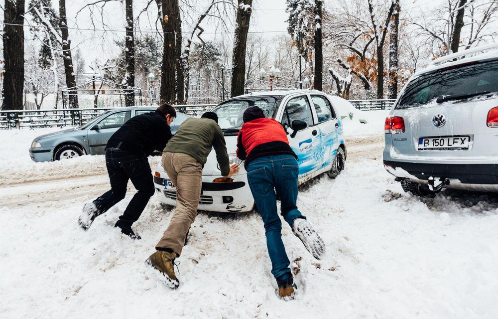 Ne pregătim de iarnă: trei sferturi dintre drumurile naţionale şi autostrăzi riscă să fie blocate dacă ninge abundent - Poza 1