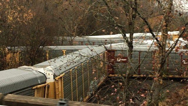 Daună totală: 97 de mașini BMW, irecuperabile după ce trenul care le transporta a deraiat în SUA (VIDEO) - Poza 2