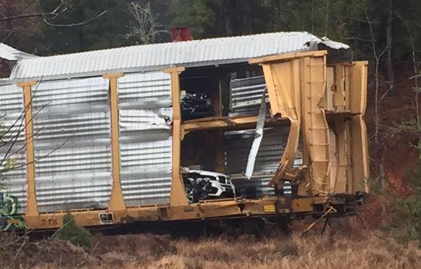 Daună totală: 97 de mașini BMW, irecuperabile după ce trenul care le transporta a deraiat în SUA (VIDEO) - Poza 1