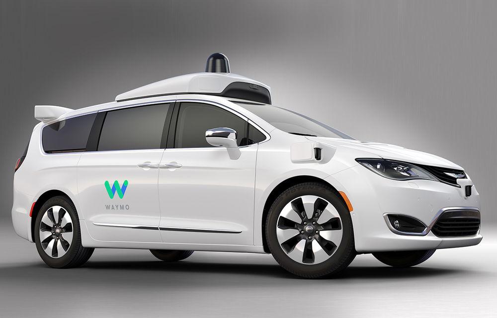 Fiat intră în hora maşinilor autonome: Grupul Fiat-Chrysler dezvăluie Pacifica Hybrid, minivanul autonom dezvoltat împreună cu Google - Poza 1