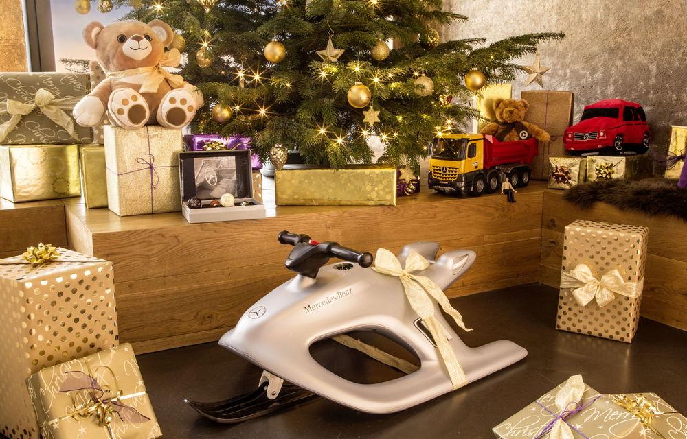 Pe ce cadouri de Crăciun cheltuim banii? Mercedes a lansat în România o colecție de daruri cu preț piperat - Poza 4