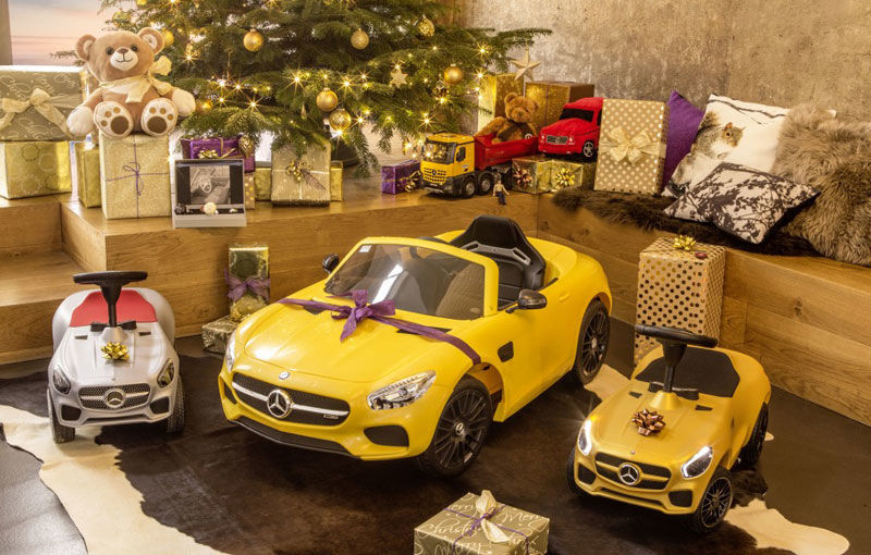 Pe ce cadouri de Crăciun cheltuim banii? Mercedes a lansat în România o colecție de daruri cu preț piperat - Poza 1