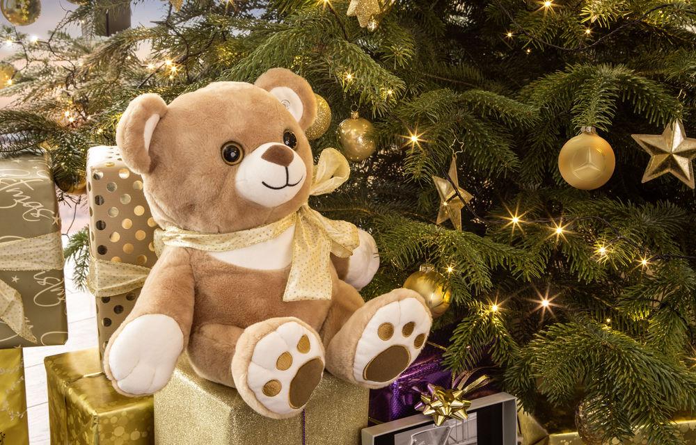 Pe ce cadouri de Crăciun cheltuim banii? Mercedes a lansat în România o colecție de daruri cu preț piperat - Poza 2