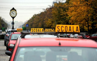 Un prim pas către tineri mai prudenți la volan: Academia Titi Aur va școlariza 1000 de instructori auto