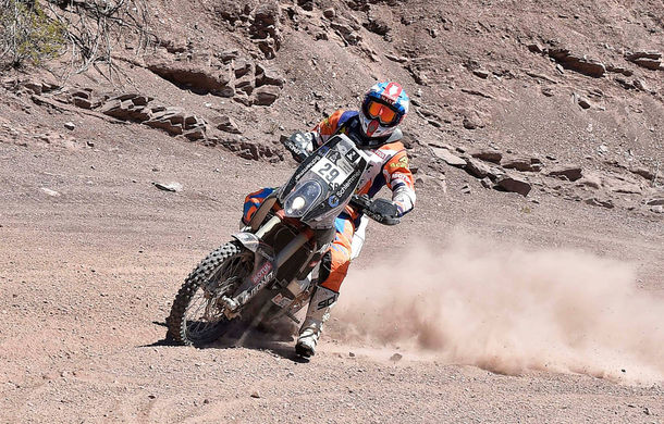 Raliul Dakar 2017, dominat de Peugeot: Peterhansel obține a 13-a victorie și termină în fața lui Loeb. Românul Mani Gyenes, locul 17 la clasa moto - Poza 2