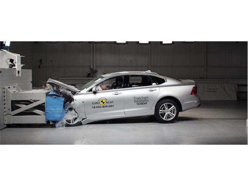EuroNCAP a publicat primele rezultate din 2017: Ford Mustang dezamăgește cu doar două stele, Volvo excelează cu noile S90 și V90 - Poza 9