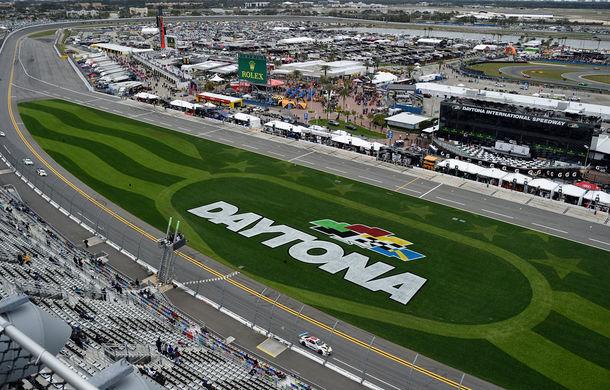 Vernisaj de 24 de ore: am asistat pe circuit la momentul în care cel de-al 19-lea BMW Art Car a terminat Cursa de 24 de ore de la Daytona - Poza 11