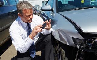 """Viitoarele mașini autonome inventează """"asigurarea 2 în 1"""", care acoperă atât daunele cauzate de șofer, cât și cele produse de mașină"""