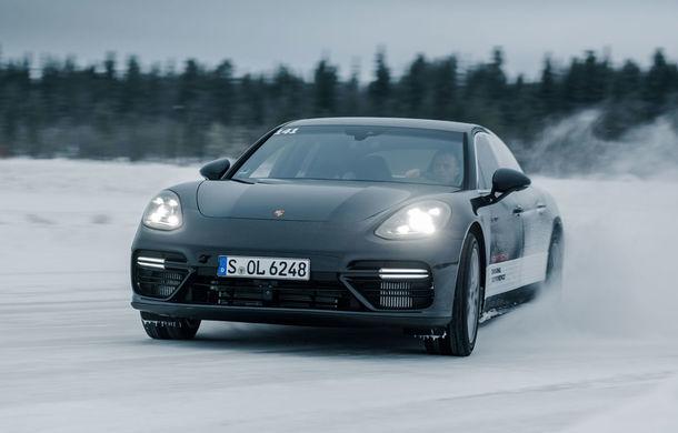 Valentine's Day în variantă masculină: drifturi pe gheață cu cele mai puternice modele Porsche - Poza 19