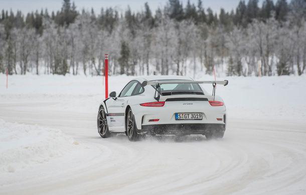 Valentine's Day în variantă masculină: drifturi pe gheață cu cele mai puternice modele Porsche - Poza 80