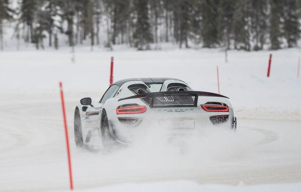 Valentine's Day în variantă masculină: drifturi pe gheață cu cele mai puternice modele Porsche - Poza 76