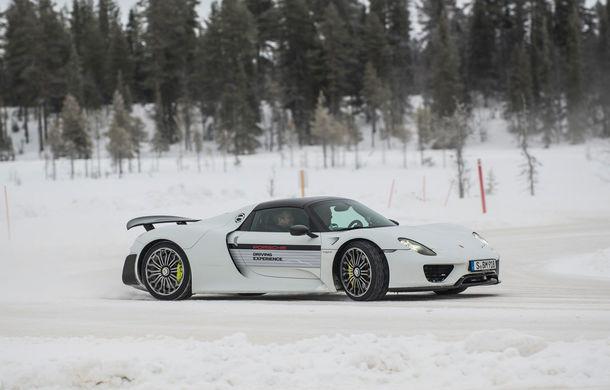 Valentine's Day în variantă masculină: drifturi pe gheață cu cele mai puternice modele Porsche - Poza 78