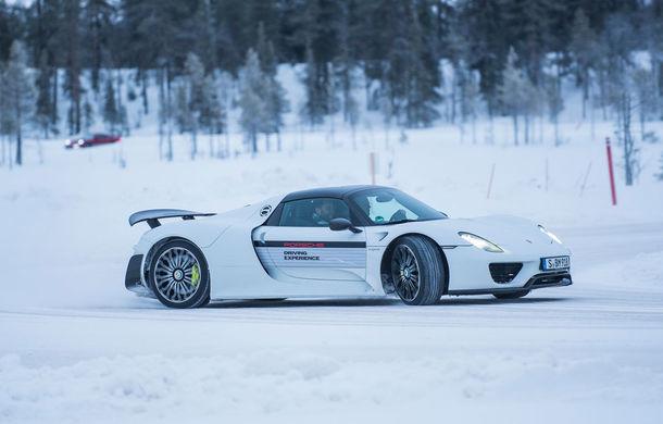 Valentine's Day în variantă masculină: drifturi pe gheață cu cele mai puternice modele Porsche - Poza 45