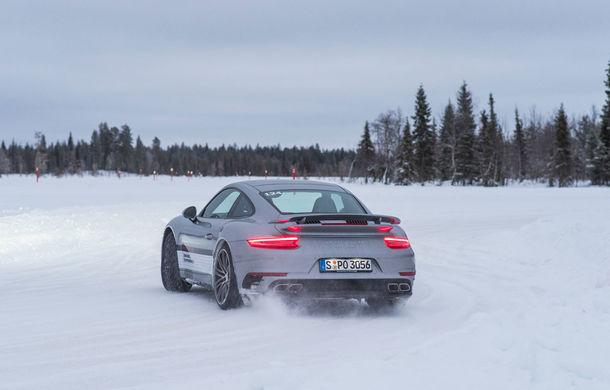 Valentine's Day în variantă masculină: drifturi pe gheață cu cele mai puternice modele Porsche - Poza 56