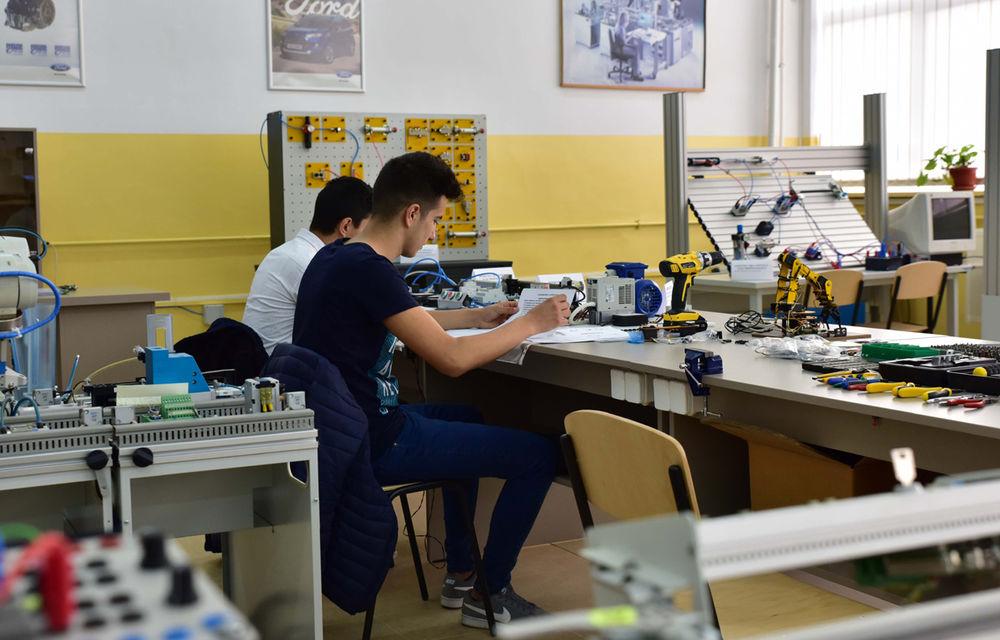 Ford educă tinerii pentru o carieră în industria auto: compania a inaugurat un Laborator de Mecatronică la un colegiu din Craiova - Poza 3