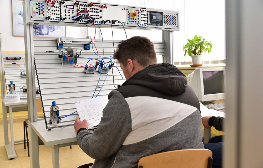 Ford educă tinerii pentru o carieră în industria auto: compania a inaugurat un Laborator de Mecatronică la un colegiu din Craiova - Poza 4