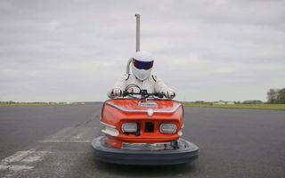 """Cea mai rapidă """"mașinuță bușitoare"""" din lume a atins 160 de km/h. La volan s-a aflat celebrul personaj The Stig"""