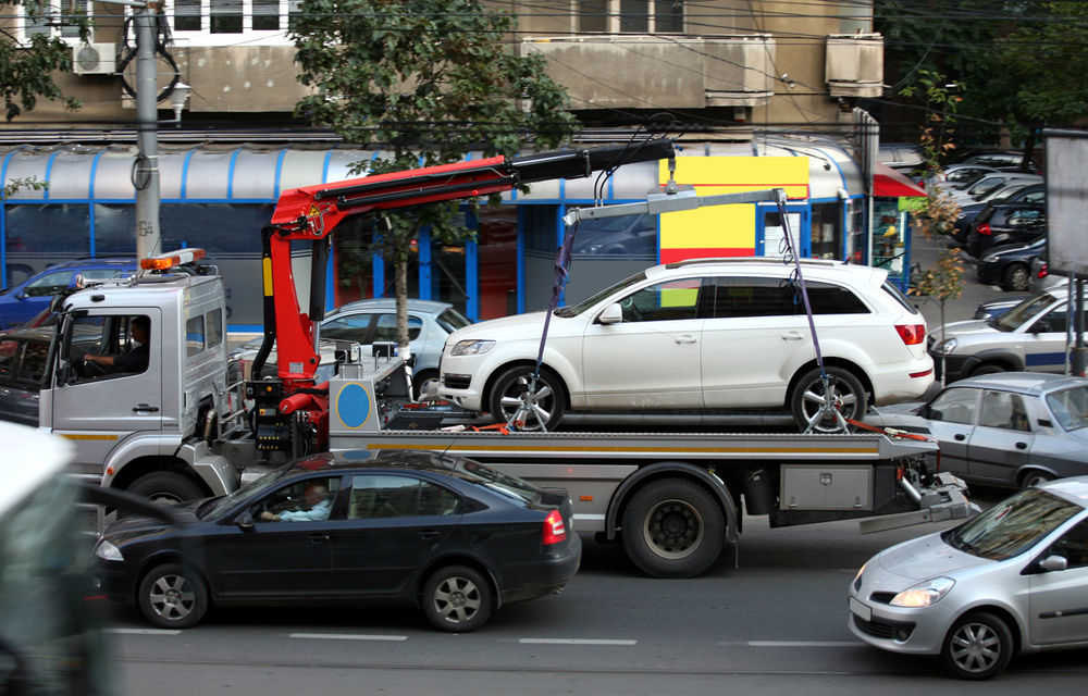 Ridicarea mașinilor parcate neregulamentar poate începe: în sectorul 4, costul total suportat de proprietar este de 150 de lei - Poza 1