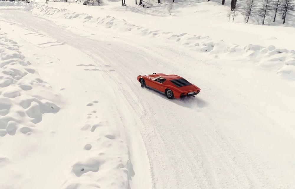 Bătrânul Lamborghini Miura încă mai poate: drifturi pe un drum acoperit de zăpadă (VIDEO) - Poza 4