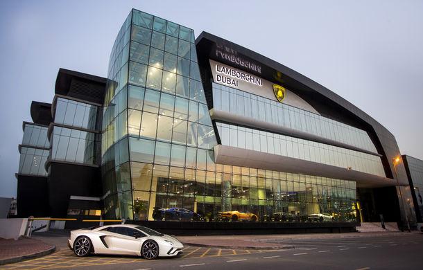 Cel mai mare showroom Lamborghini a fost deschis în Dubai: are 3 etaje și 1.800 de metri pătrați - Poza 1