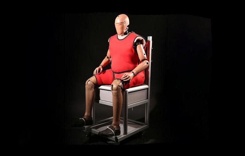 Teste de siguranță pentru toată lumea: americanii au inventat manechinele obeze și bătrâne - Poza 1