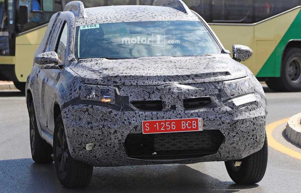 Fotografii spion cu noua generație Dacia Duster: schimbări minore pentru SUV-ul a cărui producție va începe la Mioveni la sfârșitul anului - Poza 1