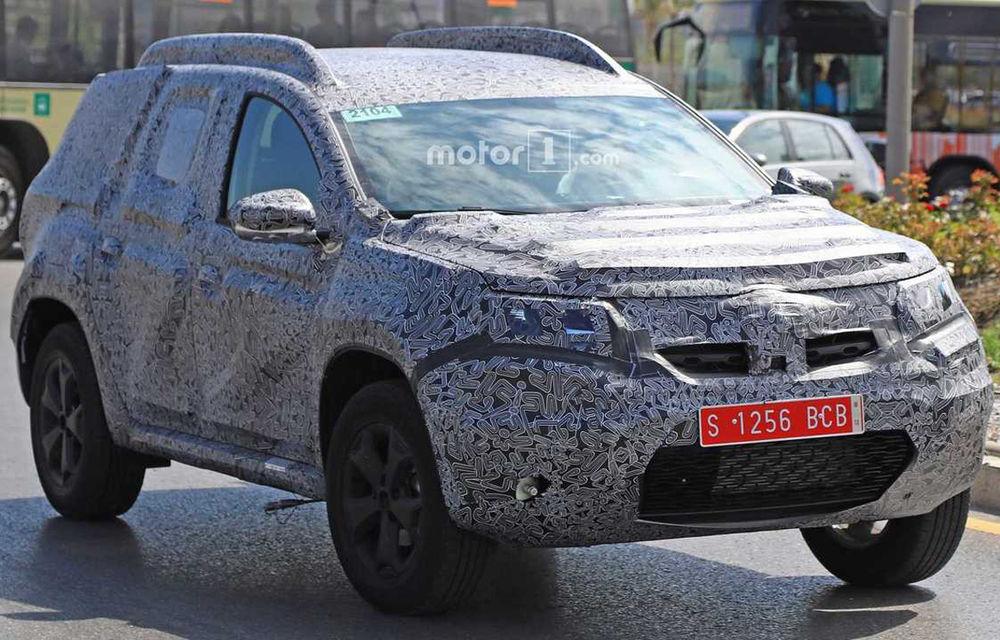 Fotografii spion cu noua generație Dacia Duster: schimbări minore pentru SUV-ul a cărui producție va începe la Mioveni la sfârșitul anului - Poza 3