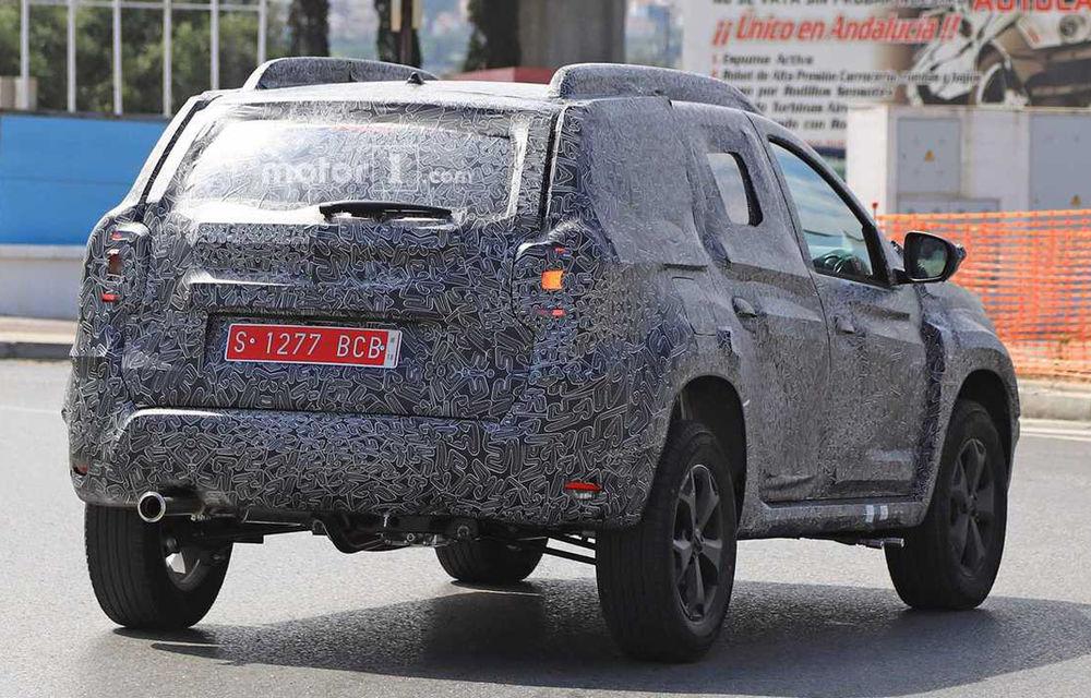 Fotografii spion cu noua generație Dacia Duster: schimbări minore pentru SUV-ul a cărui producție va începe la Mioveni la sfârșitul anului - Poza 2
