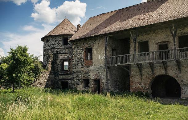 Un german în Transilvania: biserici cu ziduri de apărare înalte de 12 metri, un castel părăsit și idilicul Viscri - Poza 25