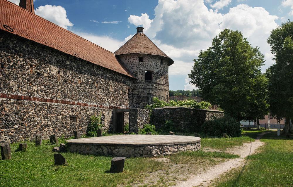 Un german în Transilvania: biserici cu ziduri de apărare înalte de 12 metri, un castel părăsit și idilicul Viscri - Poza 24