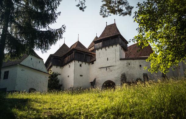 Un german în Transilvania: biserici cu ziduri de apărare înalte de 12 metri, un castel părăsit și idilicul Viscri - Poza 40