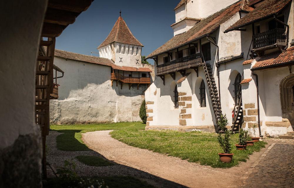 Un german în Transilvania: biserici cu ziduri de apărare înalte de 12 metri, un castel părăsit și idilicul Viscri - Poza 4