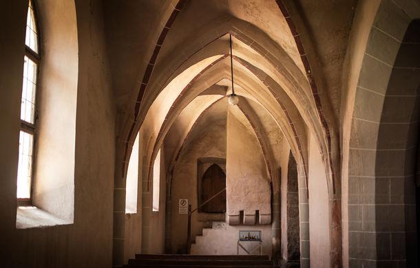 Un german în Transilvania: biserici cu ziduri de apărare înalte de 12 metri, un castel părăsit și idilicul Viscri - Poza 3