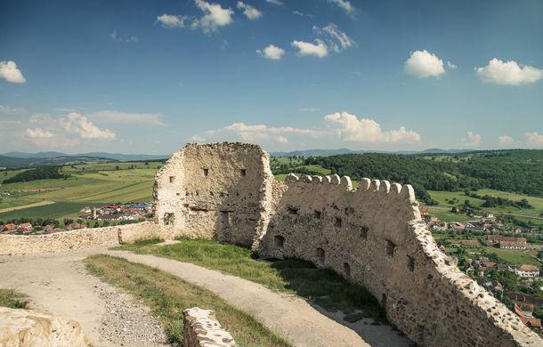 Un german în Transilvania: biserici cu ziduri de apărare înalte de 12 metri, un castel părăsit și idilicul Viscri - Poza 31