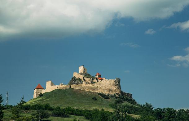 Un german în Transilvania: biserici cu ziduri de apărare înalte de 12 metri, un castel părăsit și idilicul Viscri - Poza 27