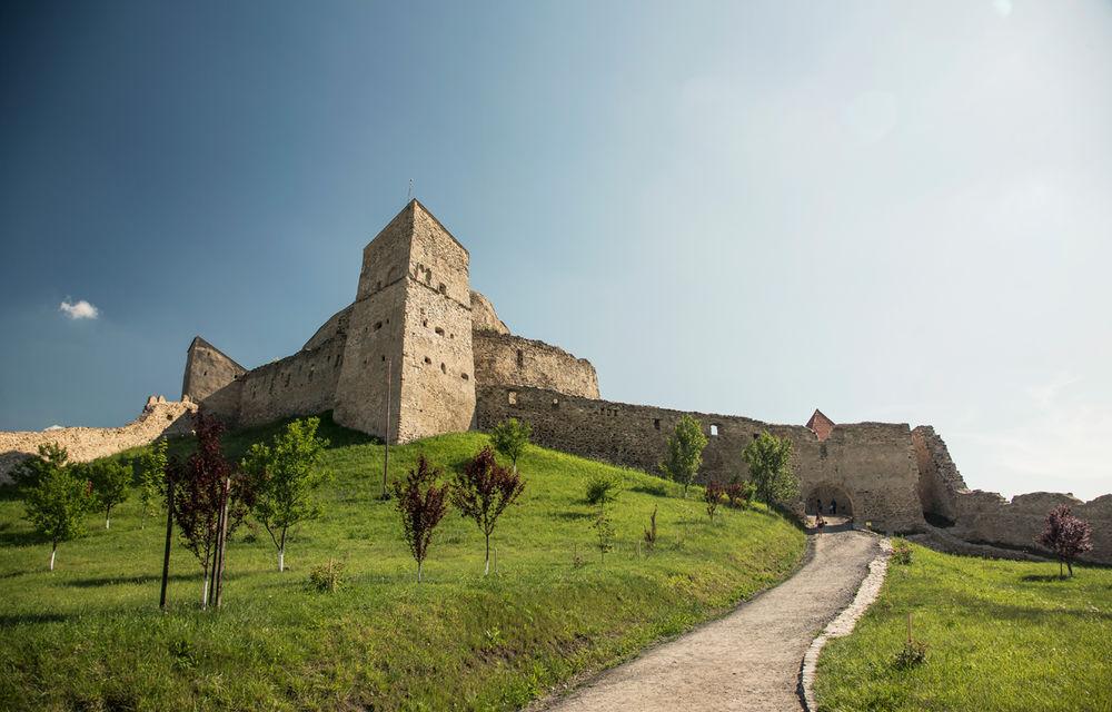 Un german în Transilvania: biserici cu ziduri de apărare înalte de 12 metri, un castel părăsit și idilicul Viscri - Poza 29