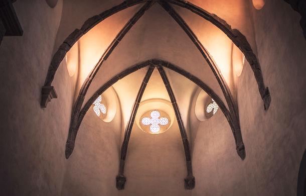 Un german în Transilvania: biserici cu ziduri de apărare înalte de 12 metri, un castel părăsit și idilicul Viscri - Poza 16