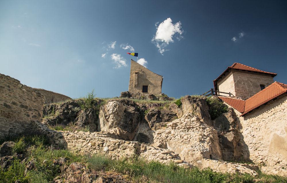 Un german în Transilvania: biserici cu ziduri de apărare înalte de 12 metri, un castel părăsit și idilicul Viscri - Poza 32