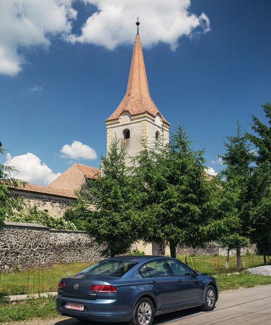 Un german în Transilvania: biserici cu ziduri de apărare înalte de 12 metri, un castel părăsit și idilicul Viscri - Poza 23