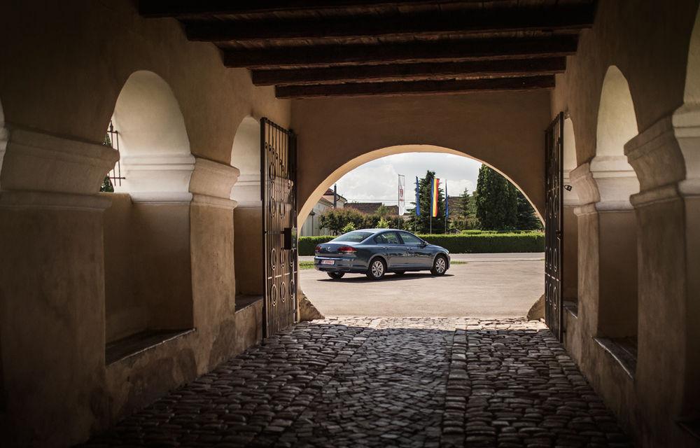 Un german în Transilvania: biserici cu ziduri de apărare înalte de 12 metri, un castel părăsit și idilicul Viscri - Poza 2