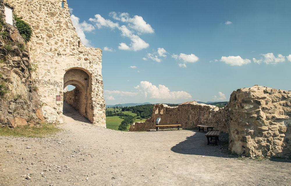Un german în Transilvania: biserici cu ziduri de apărare înalte de 12 metri, un castel părăsit și idilicul Viscri - Poza 30
