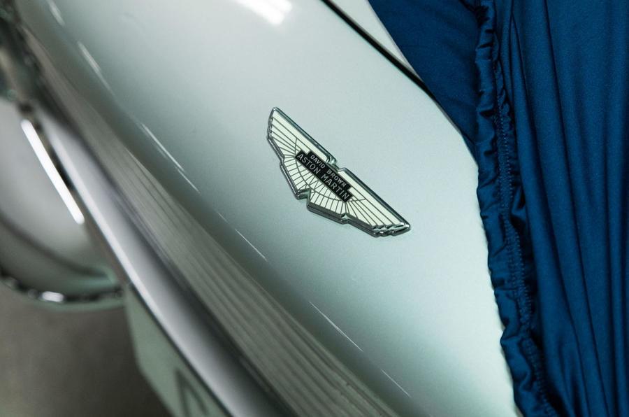 Garajul misterios ascuns într-un subsol din Londra: adăpostește 130 de supercaruri exotice și mașini clasice - Poza 2