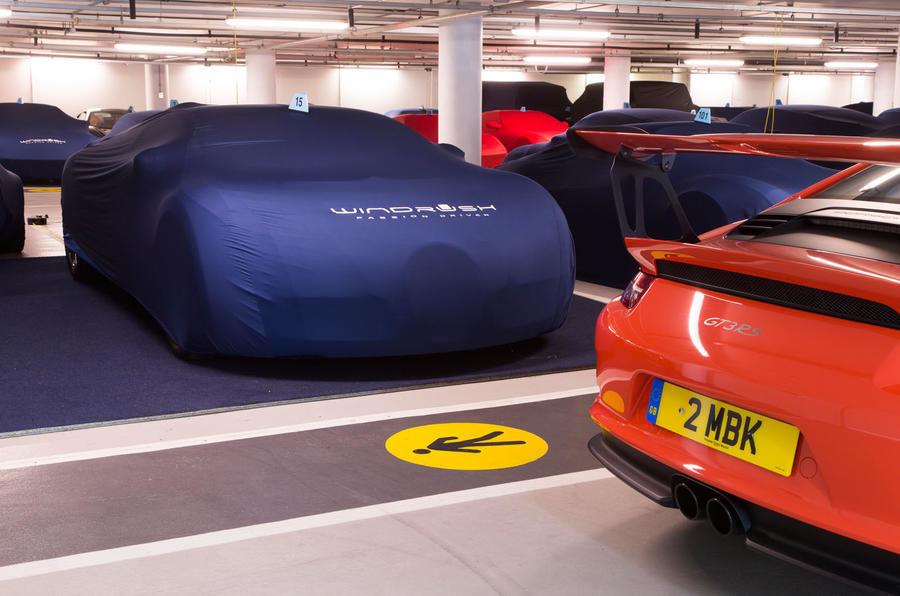 Garajul misterios ascuns într-un subsol din Londra: adăpostește 130 de supercaruri exotice și mașini clasice - Poza 8