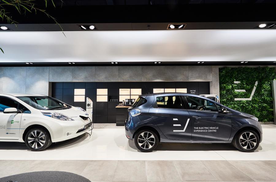 Inovație în Londra: showroom multi-marcă dedicat exclusiv mașinilor electrice - Poza 3