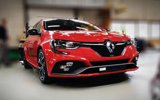 Primele imagini fără camuflaj cu noua generație Renault Megane RS: sportiva are schimbări minore de design