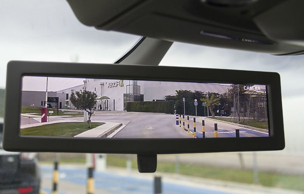 Pas în viitor: Panasonic va începe producția pe scară largă a oglinzilor retrovizoare cu camere video - Poza 1