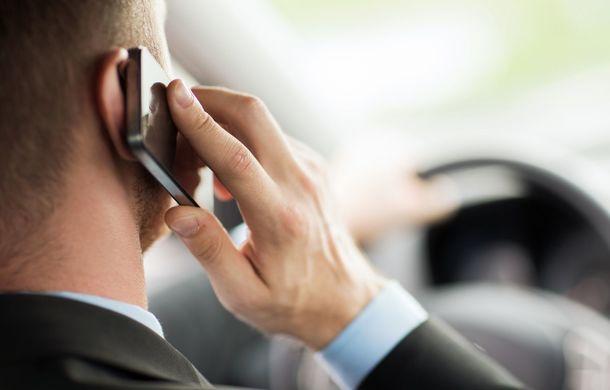 Sondaj: 6 din 10 șoferi români vorbesc la telefonul mobil în timp ce conduc, iar 4 din 10 trimit mesaje text - Poza 1