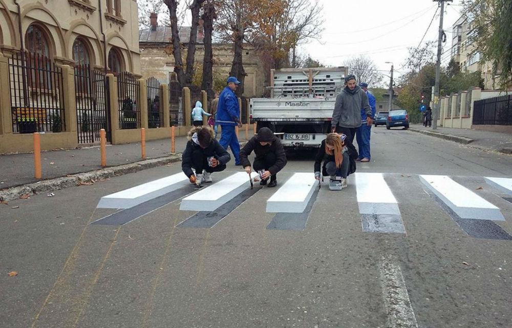 Premieră în România: trecere de pietoni 3D, realizată de elevi în fața unui liceu din Buzău - Poza 1