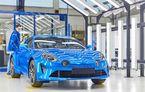 Alpine A110 a intrat pe linia de producție: sportiva de 252 CP este asamblată în cadrul uzinei din Dieppe