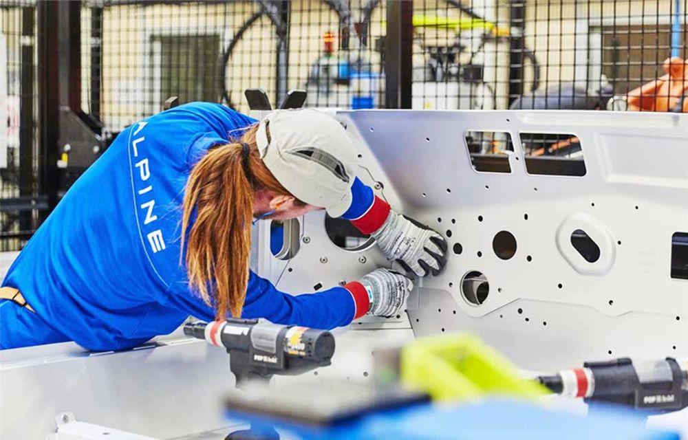 Alpine A110 a intrat pe linia de producție: sportiva de 252 CP este asamblată în cadrul uzinei din Dieppe - Poza 10